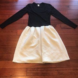 👗two long sleeve, midi dress bundle